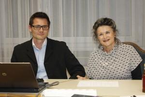 Peter Teuschel und Bgm. Hedi Wechner bei der Präsentation der Ergebnisse der Wörgler Mobilitätsbefragung.