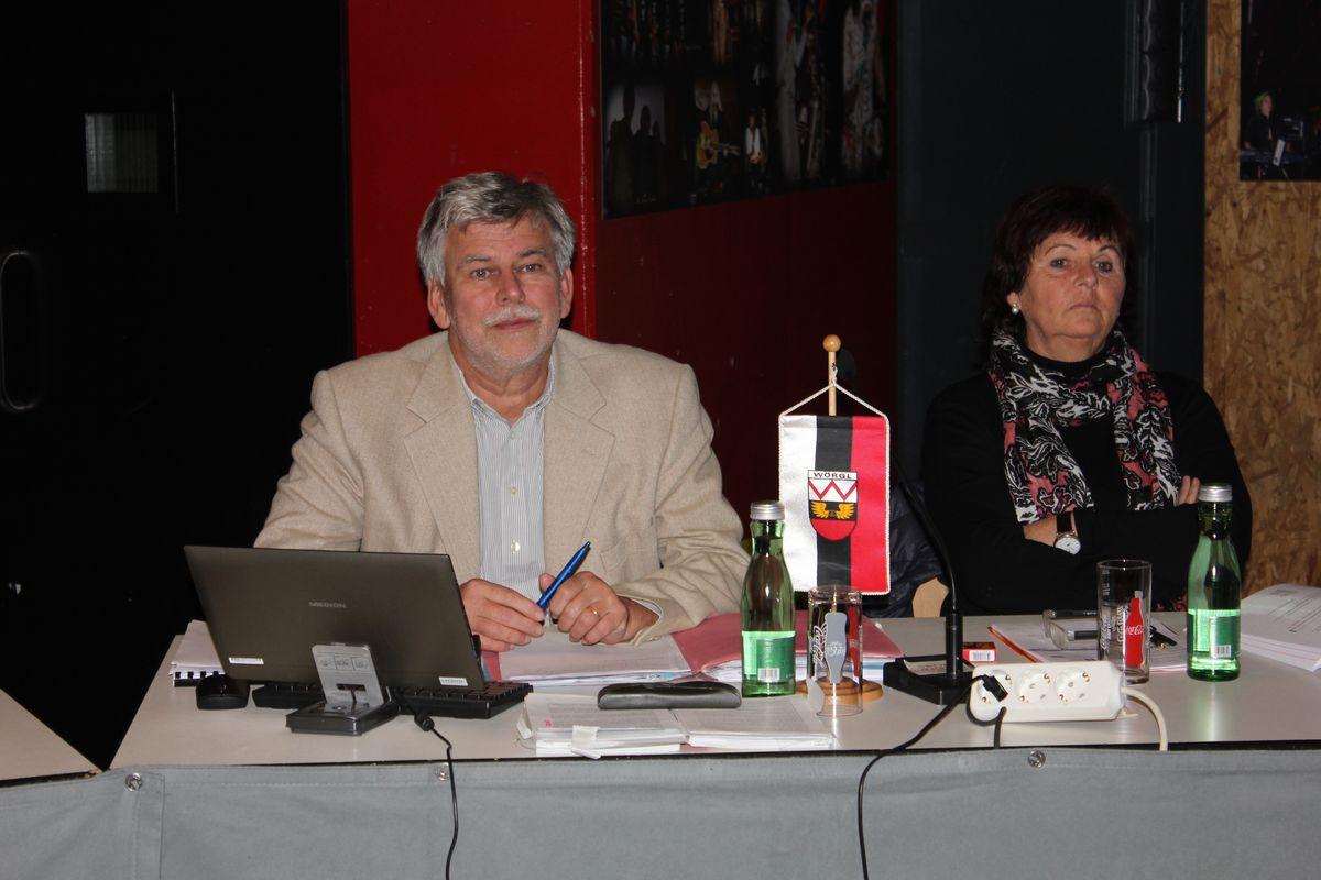 Wörgler Gemeinderat 5. November 2015 - Finanzreferent Dr. Daniel Wibmer und Vizebgm. Evelin Treichl