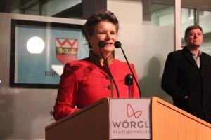 Bürgermeisterin Hedi Wechner war sichtlich gerührt und dankte für die vielen Glückwünsche.