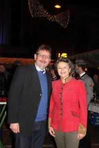 Vizebgm. Dr. Andreas Taxacher gelang die Überraschung - Hedi Wechner erfuhr erst bei der Ankunft beim Stadtamt vom Empfang.