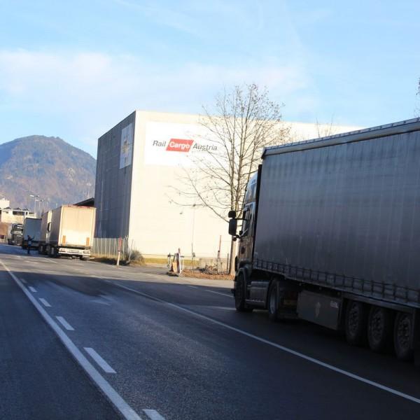 Nordtangente Wörgl - illegaler Lkw-Parkplatz