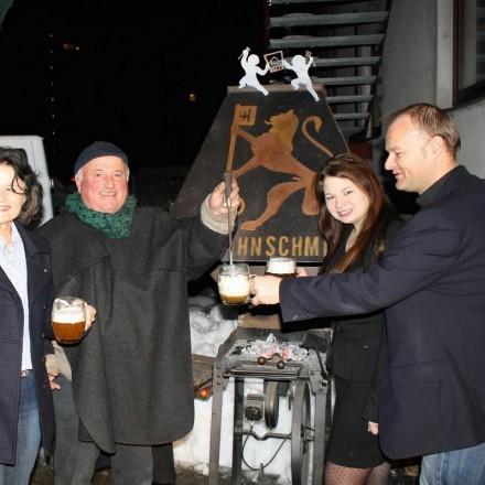 Starkbierfest 2014 v.l.n.r Bgm. Hedi Wechner, Sagzahnschmied Hans Guggenberger, Jasmine Hrdina, Kulturreferent Johannes Puchleitner (Foto: Wörgler für Wörgler)