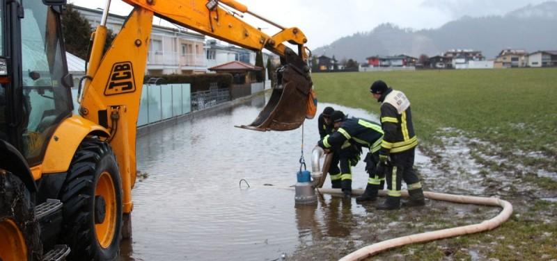 Feuerwehr Wörgl als Wasserwehr - Foto: Wilhelm Maier