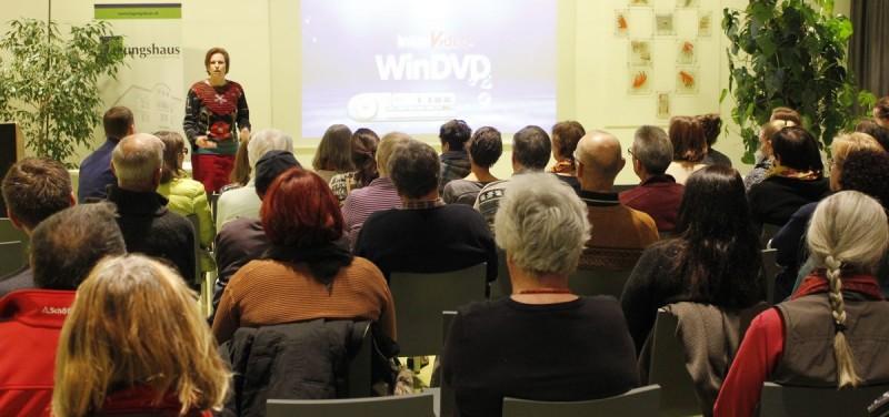 """Zum Filmabend """"Water makes money"""" konnte Sabine Peinsipp-Hölzl vom Tagungshaus Wörgl über 60 Interessierte begrüßen."""