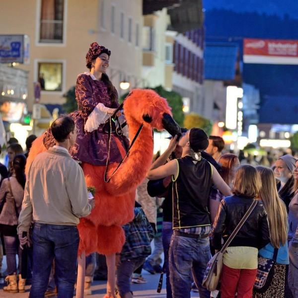 Einkaufen als inszeniertes Erlebnis - am 27. Mai 2016 ist es beim Night-Shopping in Wörgl wieder soweit. Foto: Hannes Dabernig.