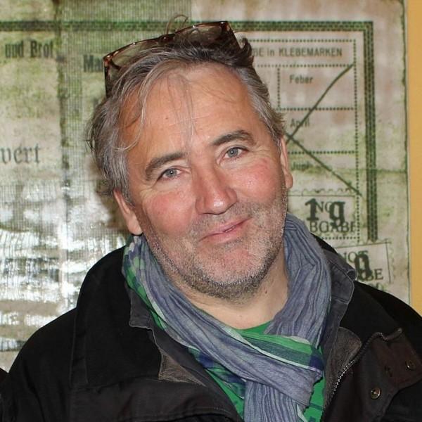 """Autor Felix Benesch erhielt 2014 für sein Theaterstück """"Das Wunder von Wörgl"""" den Wörgler Kulturpreis."""