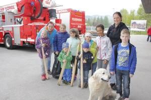 Heike Strigl und Conny Lange waren mit Nachwuchs-Speedskatern des SC Lattella Wörgl und mit Therapiehund Joy bei der Aktion Sauberes Wörgl unterwegs.