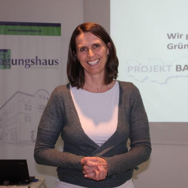 Veronika Falbesoner, Koordinatorin der Regionalgruppe Tirol - Projekt Bank für Gemeinwohl.