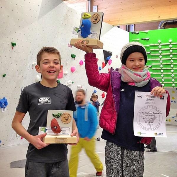 Dorina und Moritz bei der Siegerehrung. Foto: ÖAV Wörgl