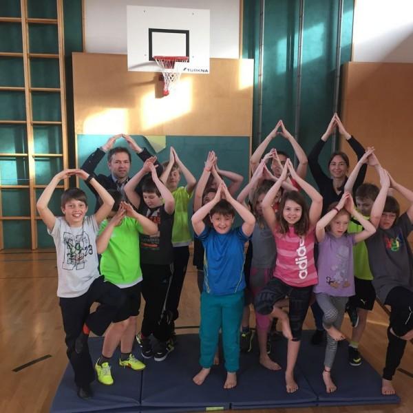 Yoga-Kurs für Kinder der VS Breitenbach. Foto: Komm!unity