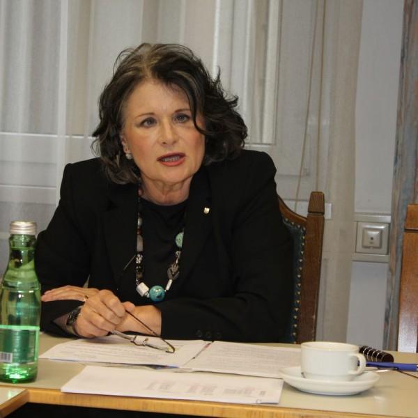 Bürgermeisterin Hedi Wechner bei der Pressekonferenz am 21. Mai 2016. Foto: Veronika Spielbichler