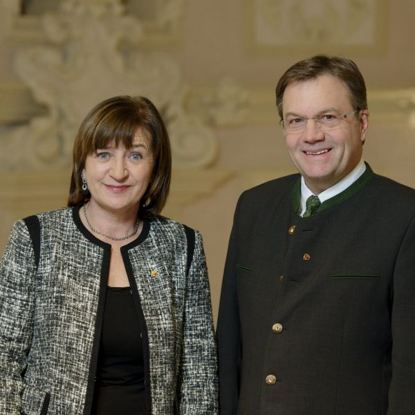 Landesrätin Dr. Beate Palfrader und Landeshauptmann Günther Platter. Foto: Land Tirol/Oss