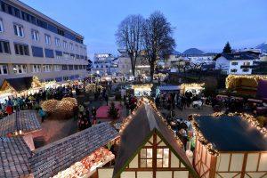 Auch heuer öffnet der Christkindlmarkt im Stadtpark beim Seniorenheim in Wörgl wieder jeden Adventsamstag von 15-20 Uhr seine Standln. Foto: Hannes Dabernig