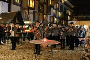Advent-Auftakt in Wörgl mit Christbaumfeier und Christkindlmarkteröffnung. Foto: Veronika Spielbichler