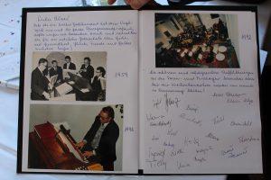 Kirchenchor Bruckhäusl verabschiedete Organist Alois Widmann. Foto: Veronika Spielbichler