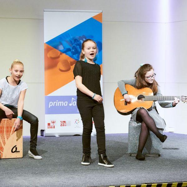 JUMACE mit Celina Delmas, Judith Schlögl und Magdalena Holzer bei ihrem Auftritt im Forum der Kristallwelten Wattens (Foto Land Tirol, Wolfgang Alberty)