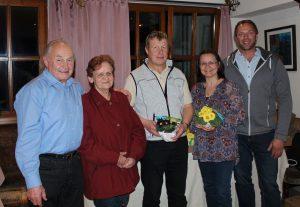 Bei der Jahreshauptversammlung des OGV Wörgl v.l. Thomas und Helga Gasteiger, Obmann Franz Feiersinger, Referentin Veronika Spielbichler und Obmannstellvertreter Franz Feiersinger.