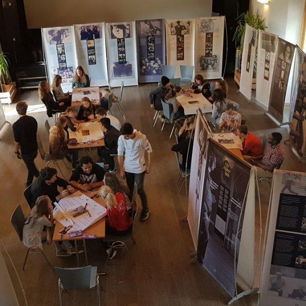 Das Guidetraining für die SchülerInnen der Neuen Mittelschulen in Wörgl zur Anne Frank-Ausstellung fand in der Alten Gerberei in St.Johann in Tirol statt. Foto: Aaron Peterer/Anne Frank Verein Österreich