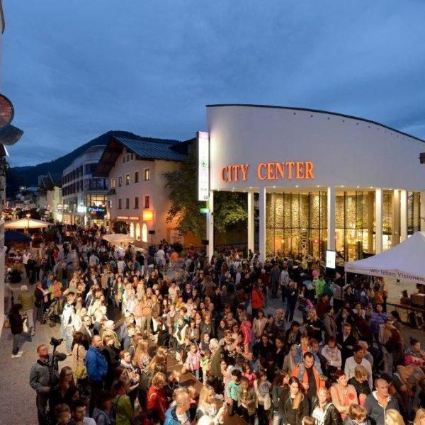 Am 12. Mai 2017 findet in Wörgl wieder eine lange Einkaufsnacht statt. Foto: Dabernig Hannes