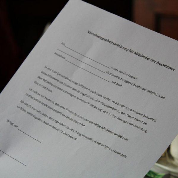 Im Kreuzfeuer der Kritik: die geforderte Verschwiegenheitserklärung. Foto: Veronika Spielbichler