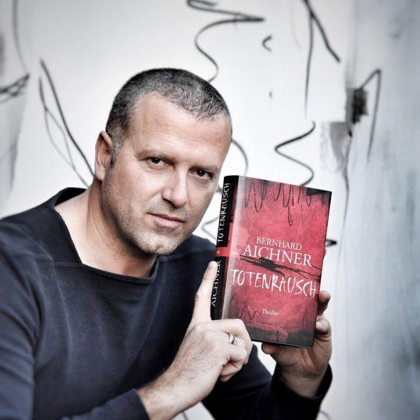 Der Bestseller-Krimi-Autor Bernhard Aichner liest in Hopfgarten. Foto: Ursula Aichner, Bildrecht: www.fotowerk.at