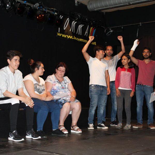 """Theater unterLand - Probe zu """"Fremd daheim. Daheim fremd."""" am 31. Mai 2017 im Komma Wörgl. Foto: Veronika Spielbichler"""