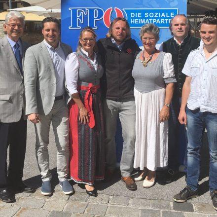 Die KandidatInnen der FPÖ für die Nationalratswahl mit Spitzenkandidatin NR Carmen Schimanek (3.v.l.). Foto: FPÖ Tirol