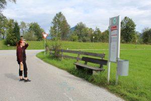 Vergissmeinnicht-Kunstprojekt von Lena Sellemond zum Wörgler Durchgangslager in Söcking. Foto: Veronika Spielbichler
