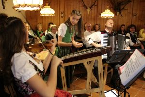 """CD-Präsentation """"Beim Hoamfahrn"""" der Familienmusik Puchleitner aus Wörgl am 18.11.2017. Foto: Veronika Spielbichler"""