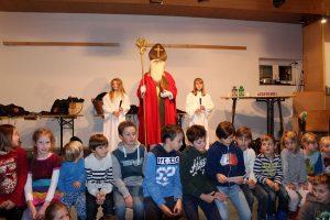 Die Kinder warteten schon sehnsüchtig auf den Nikolo. Foto: Wilhelm Maier