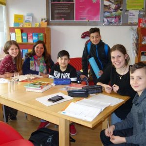 Seit heuer bietet I-motion Lernbetreuung an, die Kids kommen dazu ins Info-Eck. Foto: Komm!unity/I-motion