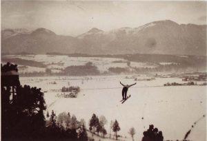 Die mit Freigeld errichtete Sprungschanze war 1933 ein Publikumsmagnet. Foto: Unterguggenberger Institut