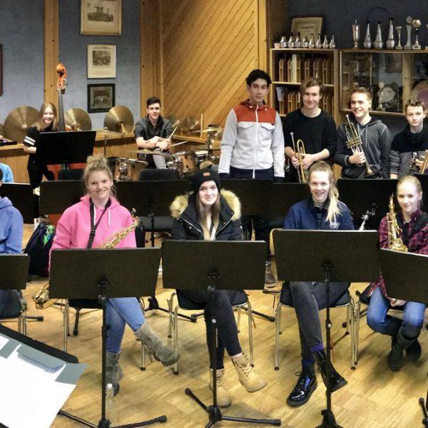 Die neu gegründete eLeMeS Big Band Wörgl tritt zum ersten Mal auf. Foto: LMS Wörgl