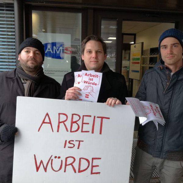 NR Christian Kovacevic (Mitte) fordert Stopp der unsozialen Maßnahmen von Schwarz-Blau - hier im Bild mit Bastian Wiedl (links) und Dominic Kainznzer (rechts). Foto: SPÖ Bezirk Kufstein