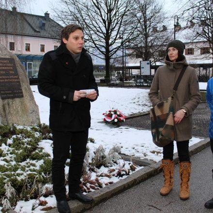 Nationalrat Christian Kovacevic, Orts- und Bezirksparteivorsitzender der SPÖ sprach mahnende Worte und erinnerte an diese bittere Zeit. Foto: Wilhelm Maier