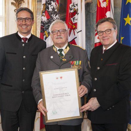 Hermann Hotter (Bildmitte) mit LH Platter (rechts) und LH Kompatscher (links). Foto: Die Fotografen.