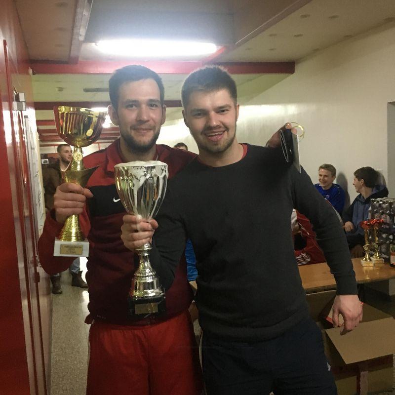 Die Sieger: SV Papalapub & Trinkpokal-Sieger Alwin & The Chipmunks. Foto: TFV-Schiedsrichter - Gruppe Unterland Ost