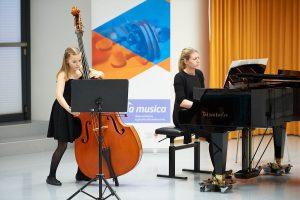 Dorina Puchleitner und ihre Klavierbegleiterin Katharina Frank. Foto Land Tirol, Wolfgang Alberty
