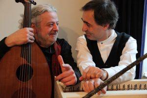Einfühlsame Virtuosen auf ihren Instrumenten: Marwan Abado (Oud) und Paul Gulda (Cembalo) führen uns auf eine musikalische Reise von Bach bis Beirut. Foto: Silvia Grossmann