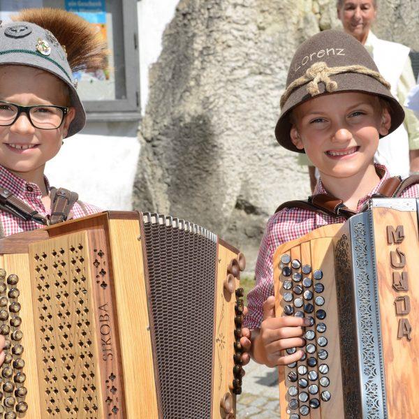 Nachwuchs-Talente auf der Zugin: Staatsmeister Lorenz Schiegl (rechts) und Dominic Sandbichler, der auf dem 2. Platz landete. Foto: Nageler
