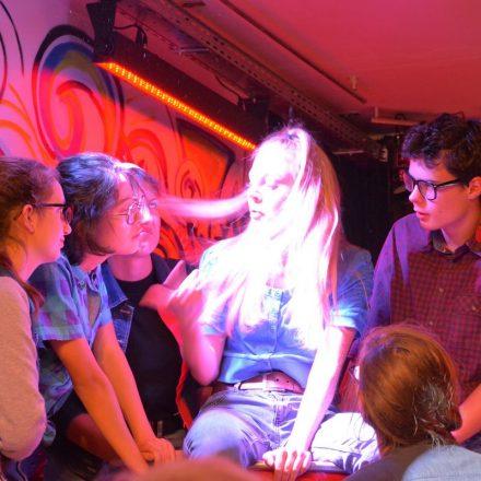 """Premiere """"Nichts. Was im Leben wichtig ist."""" der YA! Young Acting Theaterschule am 14.6.2018 in der Zone Wörgl. Foto: Veronika Spielbichler"""