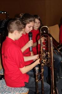 Die JungmusikantInnen übernahmen die Moderation des Cäcilienkonzertes selbst.