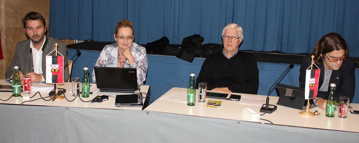 Wörgler Gemeinderat 5. November 2015 - FWL-Fraktion v.l. STR Mario Wiechenthaler, NR GR Carmen Schimanek, GR Ekkehard Wieser und GR Christian Huter.