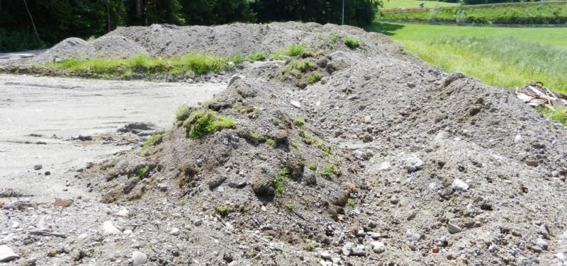 Illegale Bodenaushubdeponie am Fuß des Hennersberges in Wörgl im Jahr 2012. Foto: privat