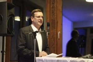 """Roland Ponholzer begrüßte die Gäste der Eröffnungsfeier und erläuterte das Gesamtprojekt der """"Integrations-Oase"""" Bad Eisenstein."""