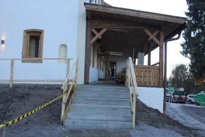 Gasthof Bad Eisenstein - die neu betonierte Zugangsstiege.