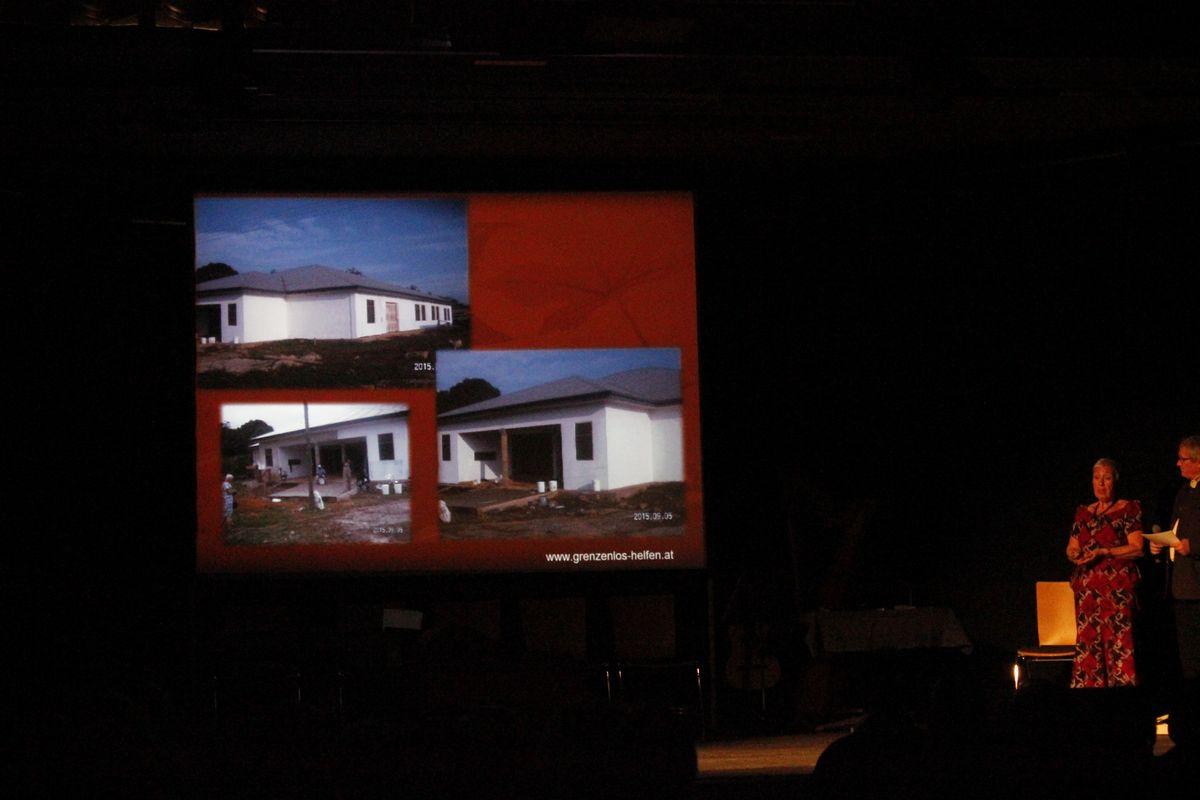 Benefizkonzert Grenzenlos helfen - Elisabeth Cerwenka bei der Präsentation des Hilfsprojektes.