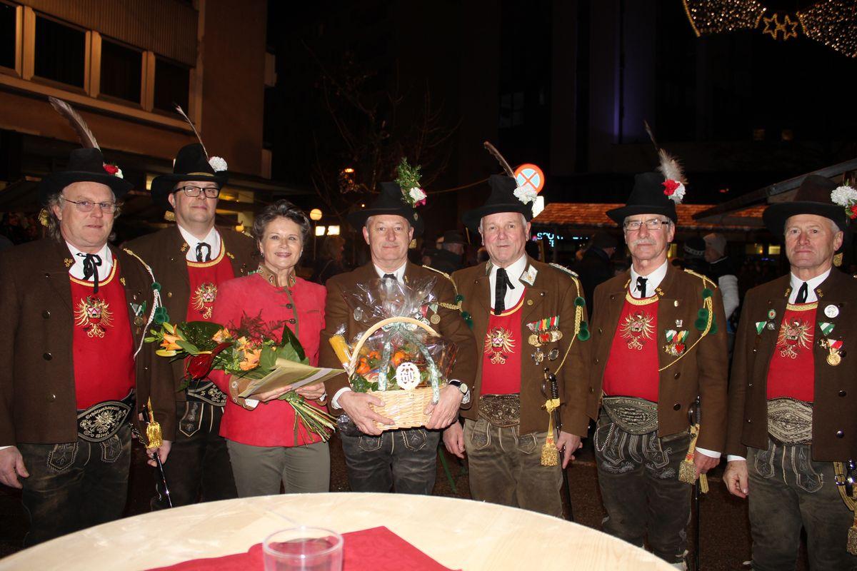 Vertreter der Sepp Innerkofler Standschützenkompanie bei der Gratulation.
