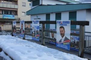 Die Plakat-Wahlschlacht hat begonnen: Zugepflastert - hier die Schopperbrücke.