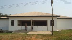 Die neue Krankenstation präsentiert sich außen schon fast fertig. Foto: privat